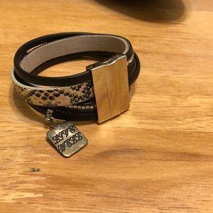 Jewelry - Snake Skin Bracket